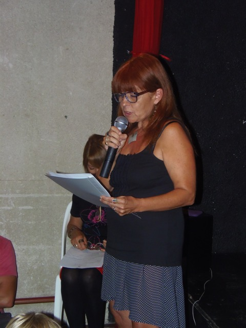 Homenaje Cabal 26 feb 2015_Laura Giussani lee una carta de Alicia Salvi