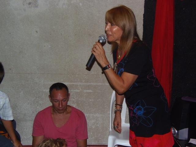 Homenaje Cabal 26 feb 2015_Maryta Berenguer nos regala sus narraciones de los  cuentos de Graciela Cabal ante la escucha atenta de su familia y el resto del público