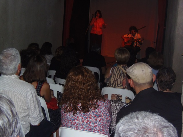 Homenaje Cabal 26 feb 2015_Público atento en el teatro del Museo del Títere de Buenos Aires