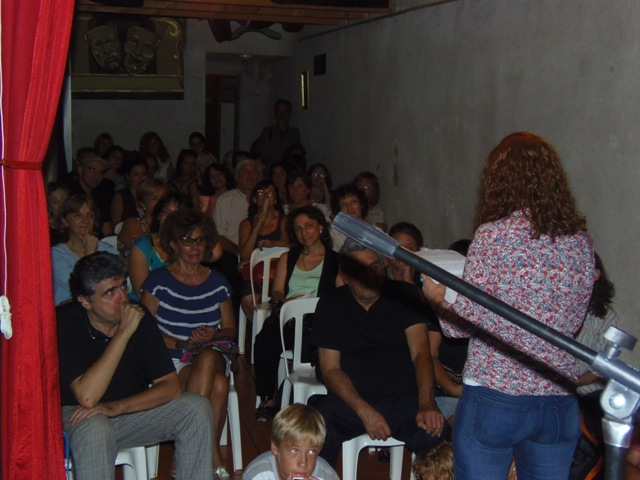 Homenaje Cabal 26 feb 2015_público atento a las palabras de Sandra Comino