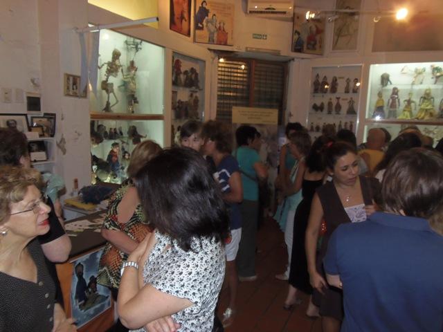 Homenaje Cabal 26 feb 2015_terminado el homenaje, nos reunimos para recordar anécdotas y grandes momentos junto a Graciela Cabal en el salón central del Museo del Títere